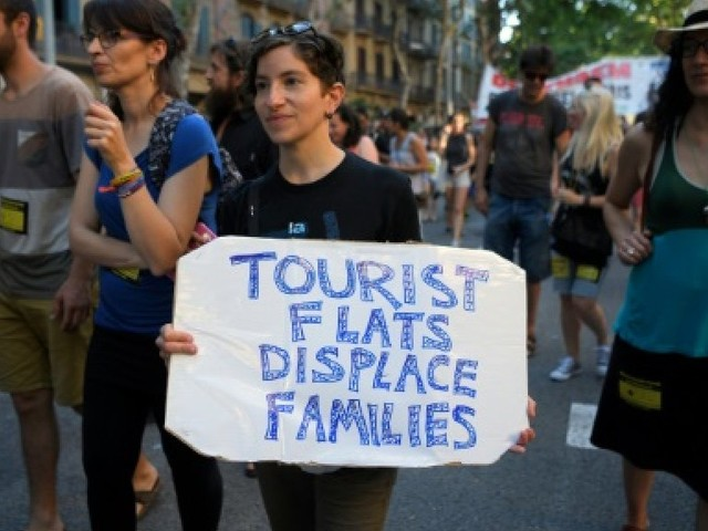 Espagne: Barcelone menace de durcir encore sa guerre contre Airbnb