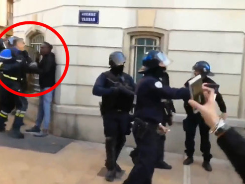 Le procureur tente d'expliquer les actes du commandant français filmé samedi: le jeune face à lui serait un multirécidiviste bien connu