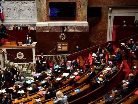 """Lobbies à l'Assemblée nationale : """"encore de nombreux progrès"""" à faire, selon un rapport"""