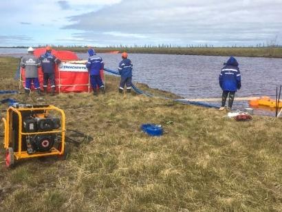 """La progression de la pollution au carburant dans l'Arctique russe """"stoppée"""""""