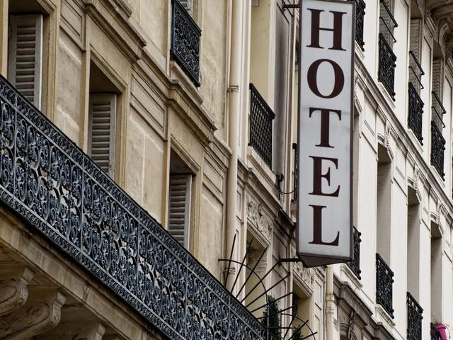 """Covid-19 : à Paris, la majorité des hôtels """"accusent en moyenne 60 à 70% de chiffre d'affaires en moins"""" par rapport à 2019"""