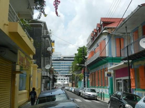 Ouragan en Guadeloupe : dégâts estimés à moins de 100 millions d'euros (Le Maire)