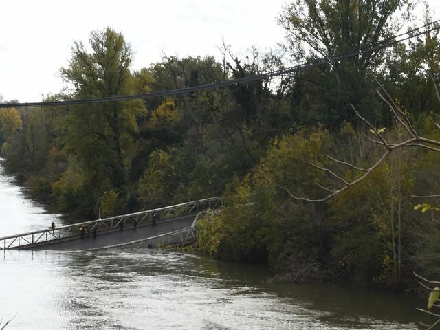 """Effondrement d'un pont près de Toulouse : """"A 10 secondes près, j'étais avec les autres"""", témoigne une automobiliste"""