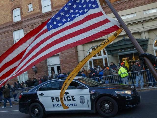 «Les armes sauvent des vies»: rassemblement pro-armes sous haute surveillance à Richmond aux USA