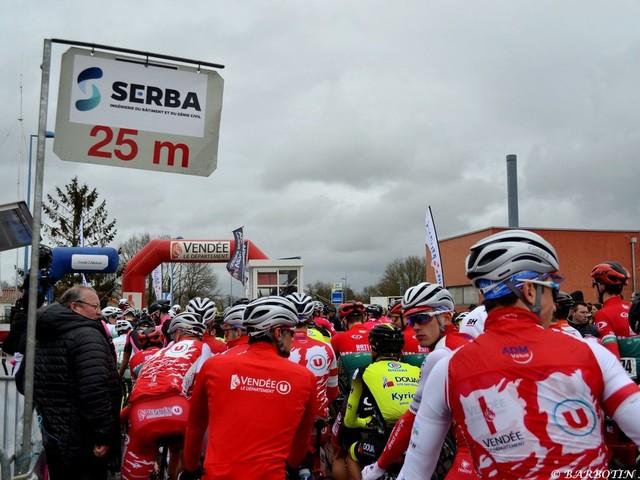 Dylan KOWALSKI(Côtes d'Armor-Marie Morin-Véranda Rideau) a remporté, ce jeudi, la cinquième épreuve du Circuit des Plages Vendéennes (Elite Nationale), disputée sur 136,3 kilomètres autour du Poiré-sur-Vie (Vendée). Il a devancé Théo Menant (Vendée U) et Jason Tesson (Sojasun espoir-ACNC). -+ Tweets by directvelo - (Amélie BARBOTIN - Actualité - DirectVelo) - Les actus du cyclisme (2020)