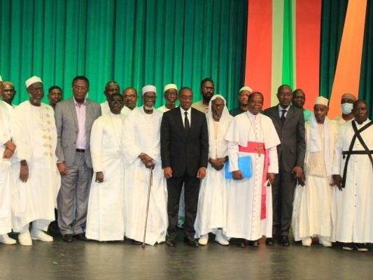 Côte d'Ivoire: les guides religieux musulmans et chrétiens prient pour une présidentielle apaisée