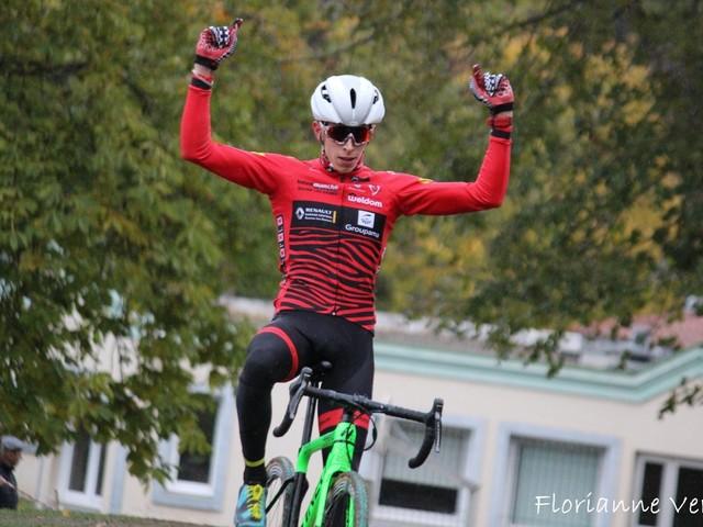 Quentin Navarro (EC Baume-les-Dames) a remporté, samedi, le cyclo-cross de Romagnat Maitrise et Concept (Puy-de-Dôme), organisé par le XC 63. Il a devancé Valentin Blancharel (CR4C Roanne) et Romain Bardet (AG2R La Mondiale). Quentin Navarro s'impose ainsi pour la quatrième fois consécutive sur l'épreuve. - (Actualité - DirectVélo - Flo.Verne - PhotographieCyclisme)