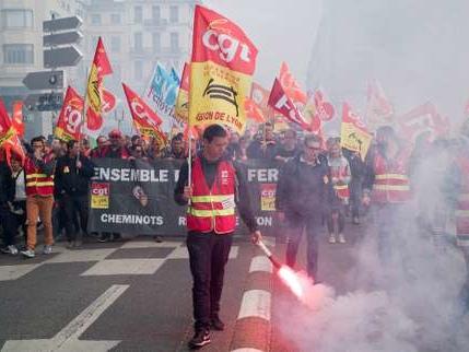 SNCF: l'intersyndicale suspend la concertation avec la ministre des transports, Elisabeth Borne
