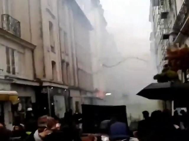 VIDÉO - Gilets jaunes : heurts à Nantes, quelques incidents à Paris, brève intrusion au forum des Halles