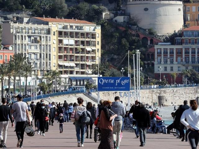 Covid-19: dans les Alpes-Maritimes, le confinement local suffit-il?