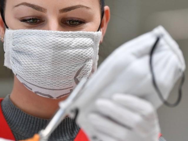 Achats sauvages, réquisitions, déroutements : des nouvelles du front dans la guerre des masques