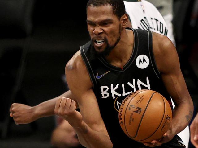 Play-offs NBA: un Kevin Durant de gala remet les Nets devant face à Milwaukee