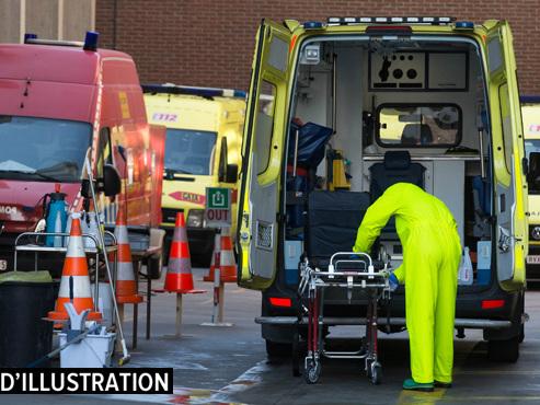 En route vers l'hôpital, une ambulance gênée par une voiture à Anderlecht: l'automobiliste sort et frappe l'ambulancier au visage
