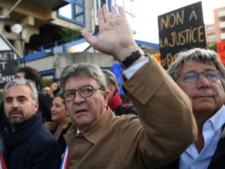 Perquisition houleuse à LFI : décision lundi pour Mélenchon et ses proches