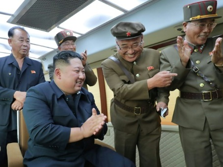 """Kim a supervisé l'essai d'une """"nouvelle arme"""" nord-coréenne (agence)"""