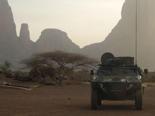 Au Mali, un véhicule blindé roule sur une mine : un soldat français grièvement blessé
