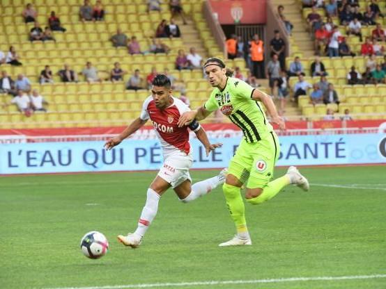 Foot - L1 - Angers - Angers : Mateo Pavlovic blessé d'entrée contre Monaco