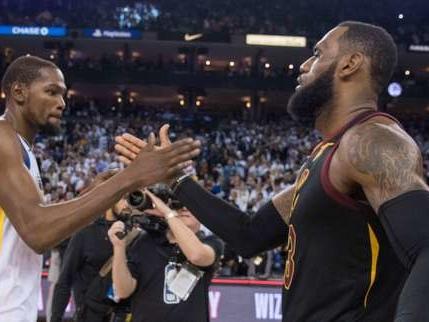 LeBron James et Kevin Durant ne veulent pas simplement la «fermer et dribbler»