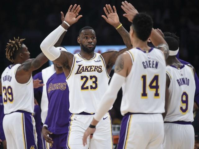 James et les Lakers cartonnent
