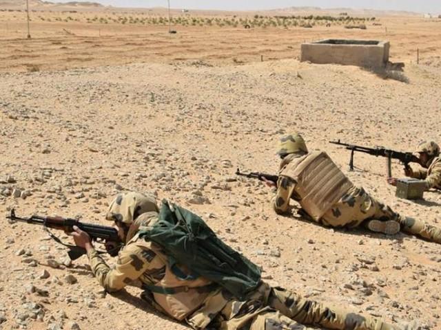 Egypte: 14 jihadistes et 8 soldats tués lors d'un assaut contre un camp du Sinaï