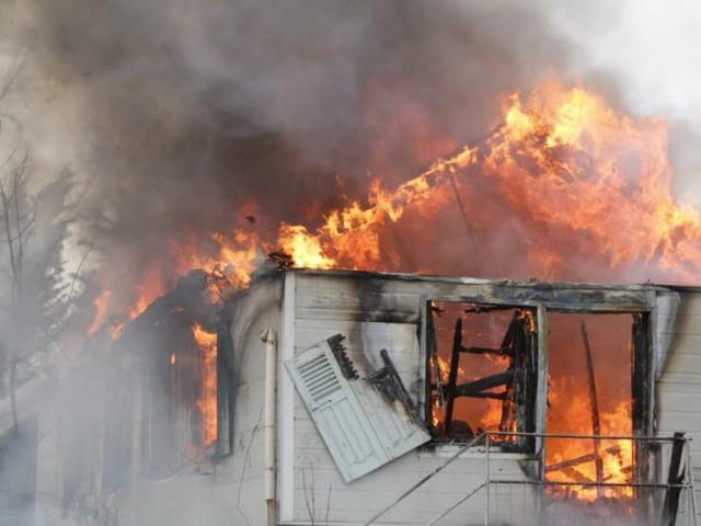 Une maison entièrement détruite par les flammes dans le Forez