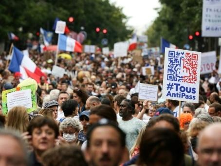 Nouvelle mobilisation, en baisse, contre le pass sanitaire en France