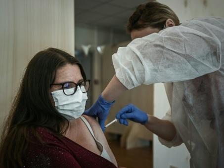 Covid-19: la vaccination pour tous en France prend forme