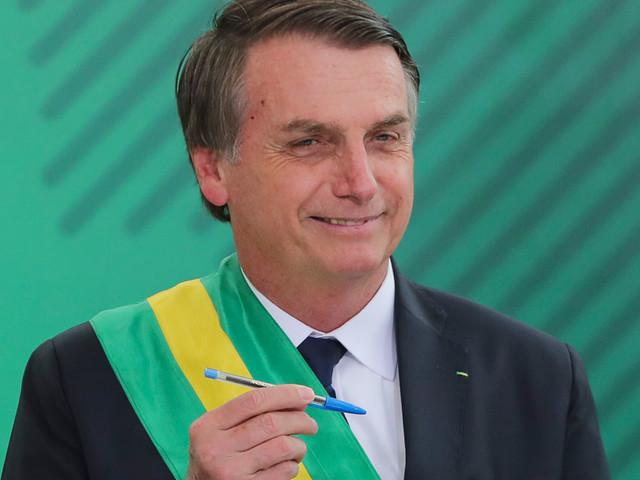 """Brési : Bolsonaro va bouder les stylos Bic, une marque """"française"""""""