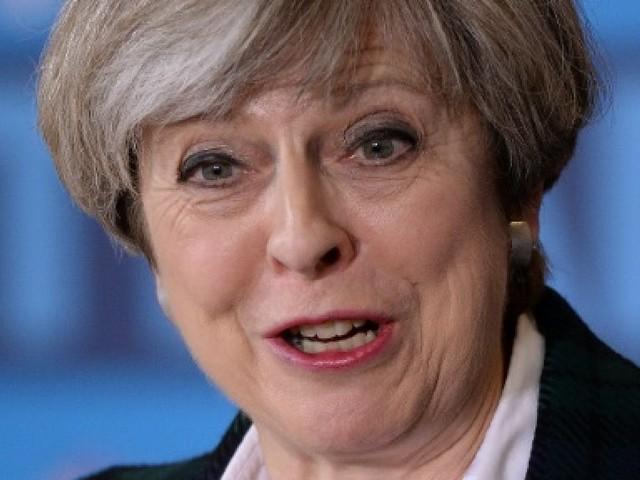 """Theresa May, la """"pragmatique"""" qui a joué avec le feu"""