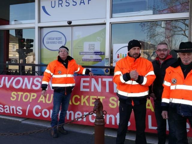 Il marche contre le RSI : Pascal Geay est cette semaine dans la Manche