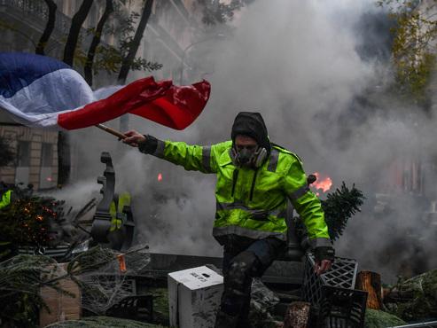 """Gilets jaunes en France: des """"moyens exceptionnels"""" seront déployés par le gouvernement samedi"""