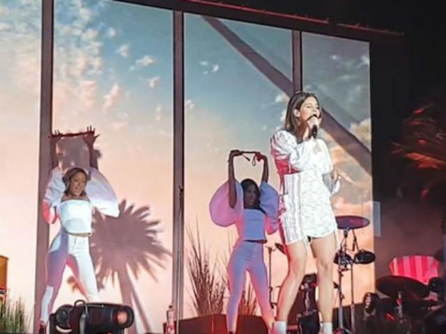 """[Vidéo] Lana Del Rey reprend """"Doin' Time"""" pour la première fois sur scène"""