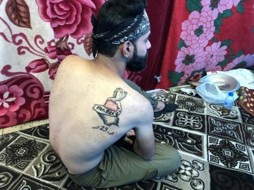 "Place Tahrir à Bagdad, Maram tatoue la ""liberté"""