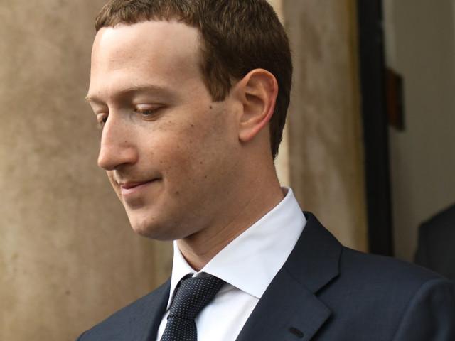 Mark Zuckerberg a songé à vendre les données des utilisateurs Facebook