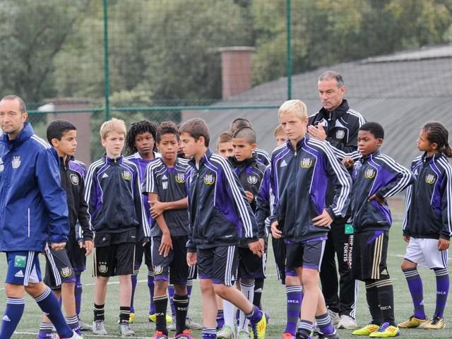 Chacun 36 joueurs évoluant dans une D1 européenne: Anderlecht et le Standard 23es au classement des clubs formateurs