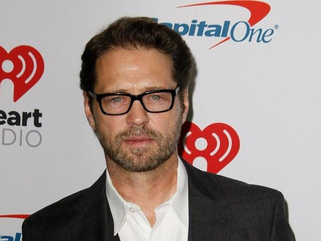 """Jason Priestley se confie sur la mort de Luke Perry : """"Cela reste une douleur à vif"""""""