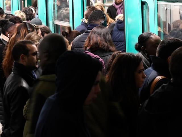 """Réforme des retraites: à Paris, l'Unsa-RATP appelle à un """"lundi noir"""" le 17 février"""