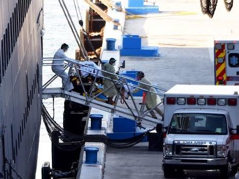 Coronavirus: les passagers du navire de croisière Zaandam débarquent en Floride