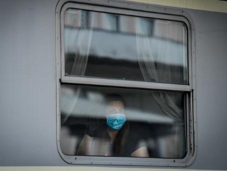Un train de nuit, ligne de vie entre soignantes roumaines et patients autrichiens