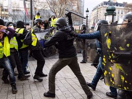 «Gilets jaunes»: des incidents à Paris, manifestations dans toute la France