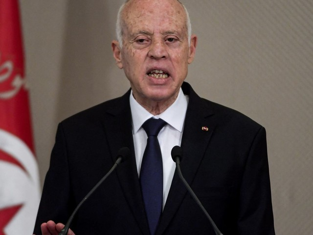 Tunisie : le président Kais Saied renforce ses pouvoirs au détriment du gouvernement et du Parlement