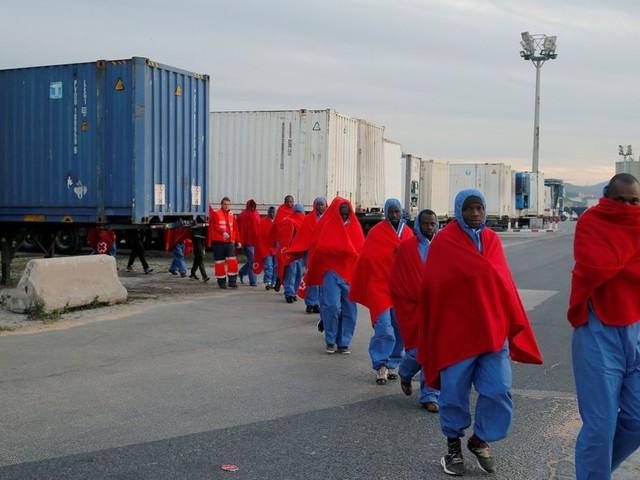 L'Espagne annonce une réduction de moitié des arrivées de migrants sur son sol