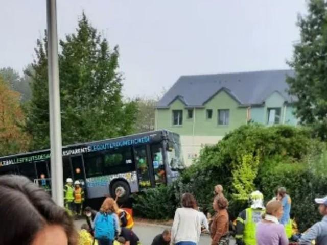 Mayenne : 15 enfants blessés, dont deux plus sérieusement, après un accident de bus à Changé