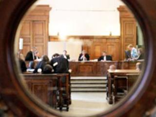 Justice Liège: un professeur de religion était accusé d'avoir imposé des caresses à la fille de sa compagne âgée de 13 ans