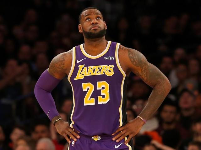 Nike empêche LeBron James de donner son n°23 à Davis