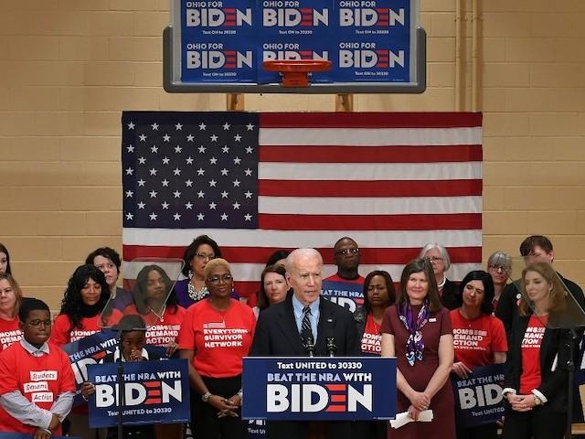 Proche d'Obama et perçu comme conservateur : les raisons du plébiscite de Joe Biden par les Afro-Américains