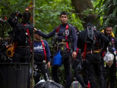 Grotte en Thaïlande: course contre la montre face à la montée des eaux