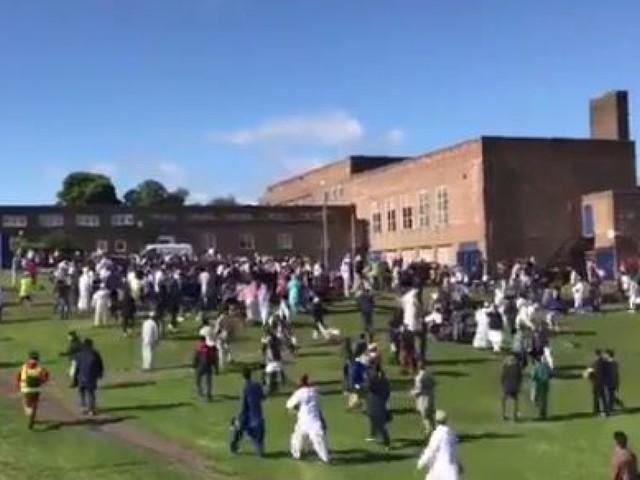 """Newcastle: une voiture fonce sur des piétons célébrant la fin du ramadan, un accident """"pas lié au terrorisme"""" selon la police"""