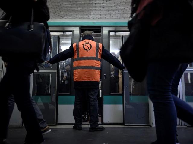 """Grève du 25 décembre: trafic RATP """"très perturbé"""", 14 lignes de métro fermées"""