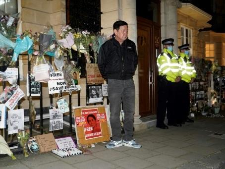 Birmanie: des diplomates pro-junte s'emparent de l'ambassade à Londres, un célébre acteur interpellé à Rangoun